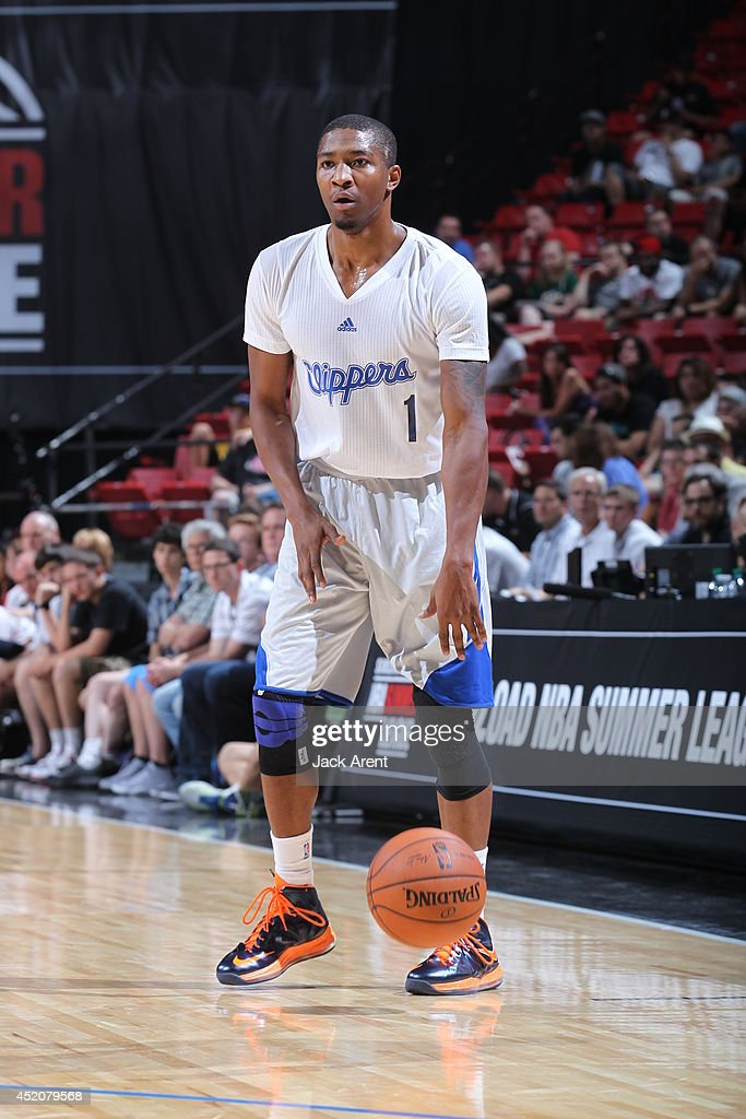 <a gi-track='captionPersonalityLinkClicked' href=/galleries/search?phrase=Armon+Johnson&family=editorial&specificpeople=6530698 ng-click='$event.stopPropagation()'>Armon Johnson</a> #1 of the Los Angeles Clippers dribbles the ball against the Chicago Bulls during the game at the Samsung NBA Summer League 2014 on July 12, 2014 at the Thomas & Mack Center in Las Vegas, Nevada.