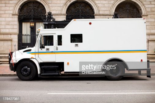 装甲トラックに銀行