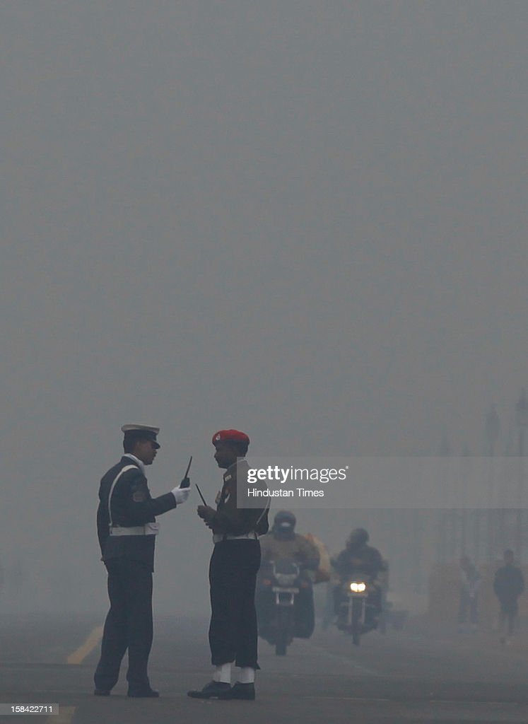 Army Jawan on alert in early fogging weather for homage to the Martyrs of 1971 war at Amar Jawan Jyoti at India Gate on December 16, 2012 in New Delhi, India.