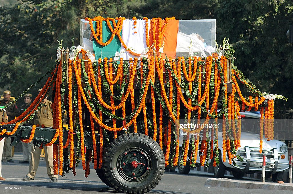 Army personnel escort the mortal remains of former Prime Minister Inder Kumar Gujral during the funeral procession in New Delhi on Saturday.
