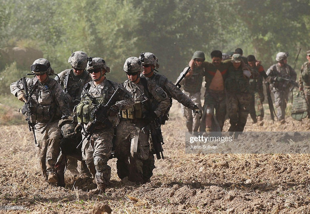 Image result for AMERICAN SOLDIERS RUNNING INTO BATTLE