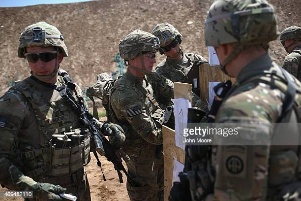 S Army trainers set up targets at a military base on April 12 2015 in Taji Iraq Members of the US Army's 573 CAV 3BCT 82nd Airborne Division are...