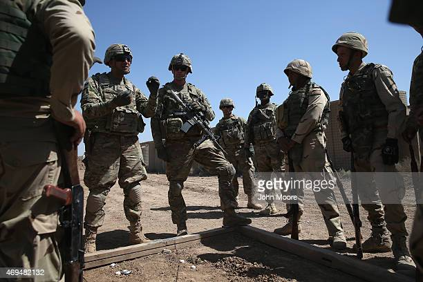S Army trainers speak with Iraqi Army recruits at a military base on April 12 2015 in Taji Iraq Members of the US Army's 573 CAV 3BCT 82nd Airborne...