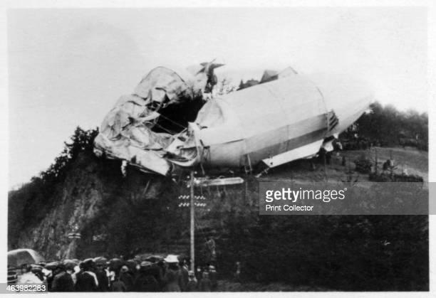 Army Zeppelin Z2 stranded near Weilburg during a storm Germany 1910 A photograph from ZeppelinWeltfahrten Vom ersten Luftschiff 1899 bis zu den...