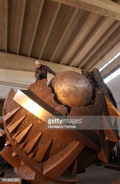 Arnaldo Pomodoro's Grande Sfera being created for the Exhibition in the PalaisRoyal gardens in Paris Milan 19th June 2002