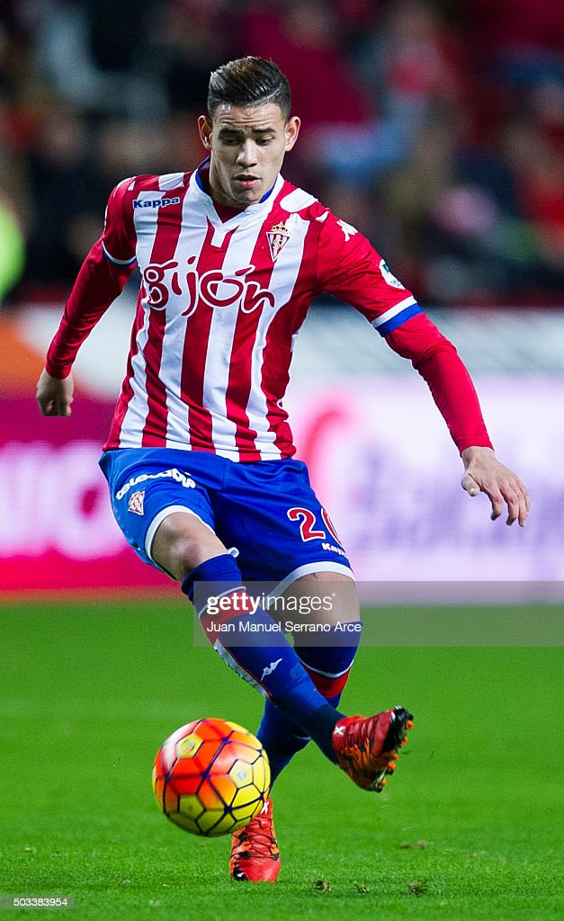 Arnaldo Sanabria of Real Sporting de Gijon controls the ball during the La Liga match between Real Sporting de Gijon and Getafe CF at Estadio El Molinon on January 4, 2016 in Gijon, Spain.