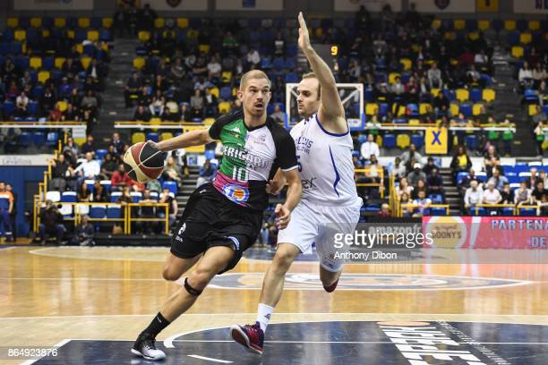 Arnaud Kerckhof of Boulazac and Remi Lesca of Levallois during the Pro A match between Levallois Metropolitans and Boulazac at Salle Marcel Cerdan on...