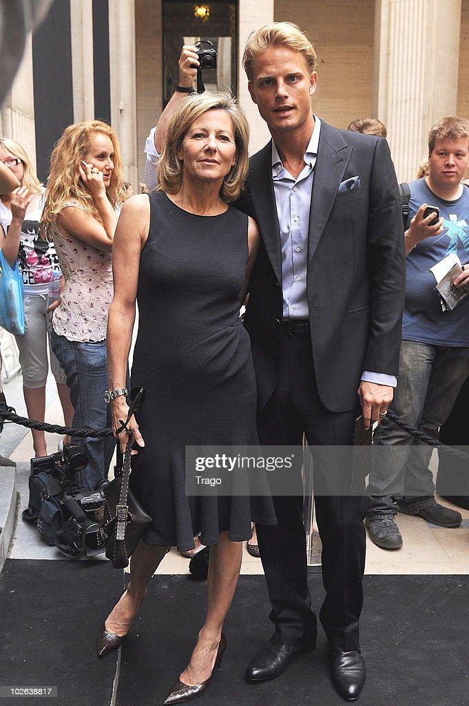 Giorgio Armani Prive - Outside Arrivals - PFW Haute Couture F/W 2011