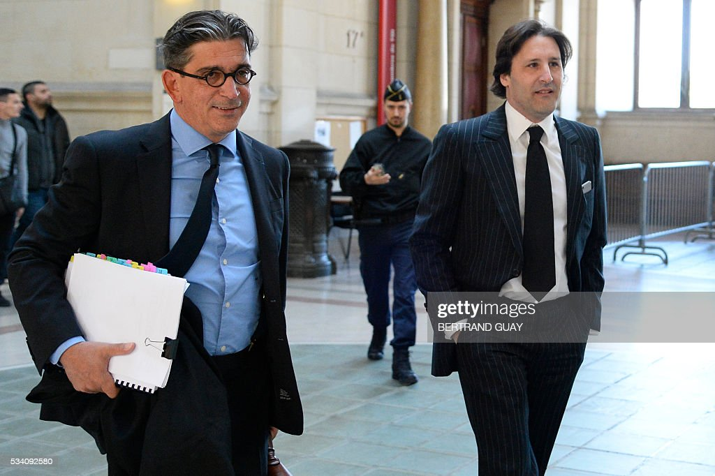 Arnaud Mimran (R) arrives flanked by his lawyer Jean-Marc Fedida (L), at the Paris courthouse, on May 25, 2016, to attend his trial in the case of the value-added tax (VAT) fraud on carbon tax amounting to 238 million euros. / AFP / BERTRAND