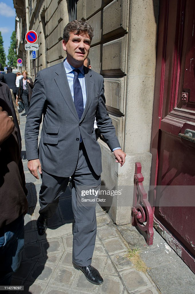 <a gi-track='captionPersonalityLinkClicked' href=/galleries/search?phrase=Arnaud+Montebourg&family=editorial&specificpeople=588268 ng-click='$event.stopPropagation()'>Arnaud Montebourg</a> arrives at the French Socialist Party headquarters before a meeting of the National Executive on May 17, 2011 in Paris, France. A meeting of the National Executive has been called to react to the arrest of French director of IMF Dominique Strauss-Kahn in New York on May 14, 2011.