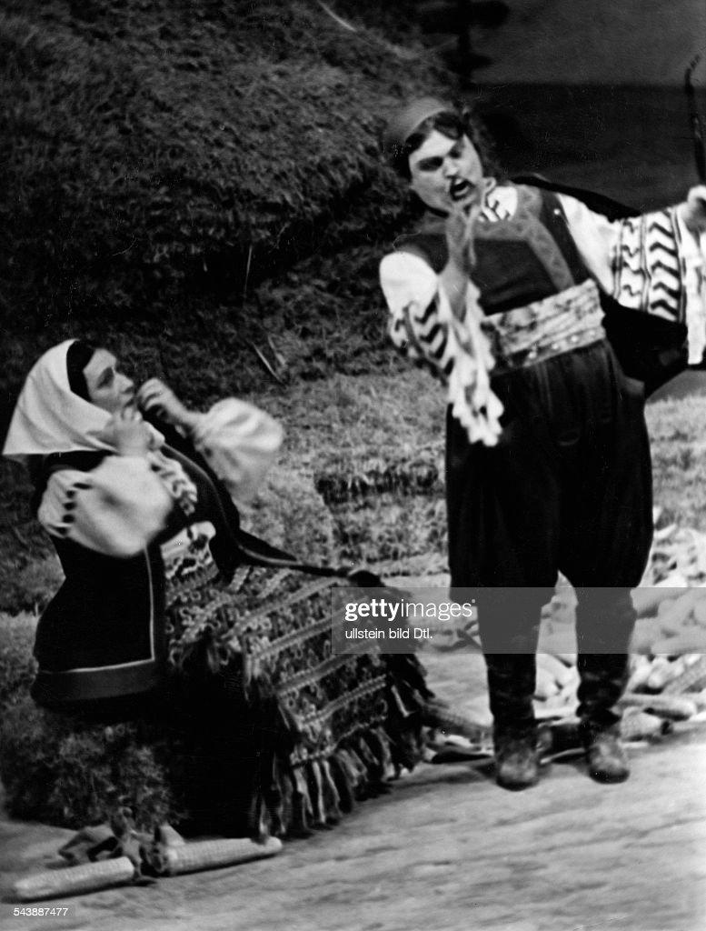 ArndtOber Margarete Opera Singer Germany*18851971 with Eugen Fuchs in 'Ero der Schelm' by Jacov Gotovac musical direction Johannes Schueler...