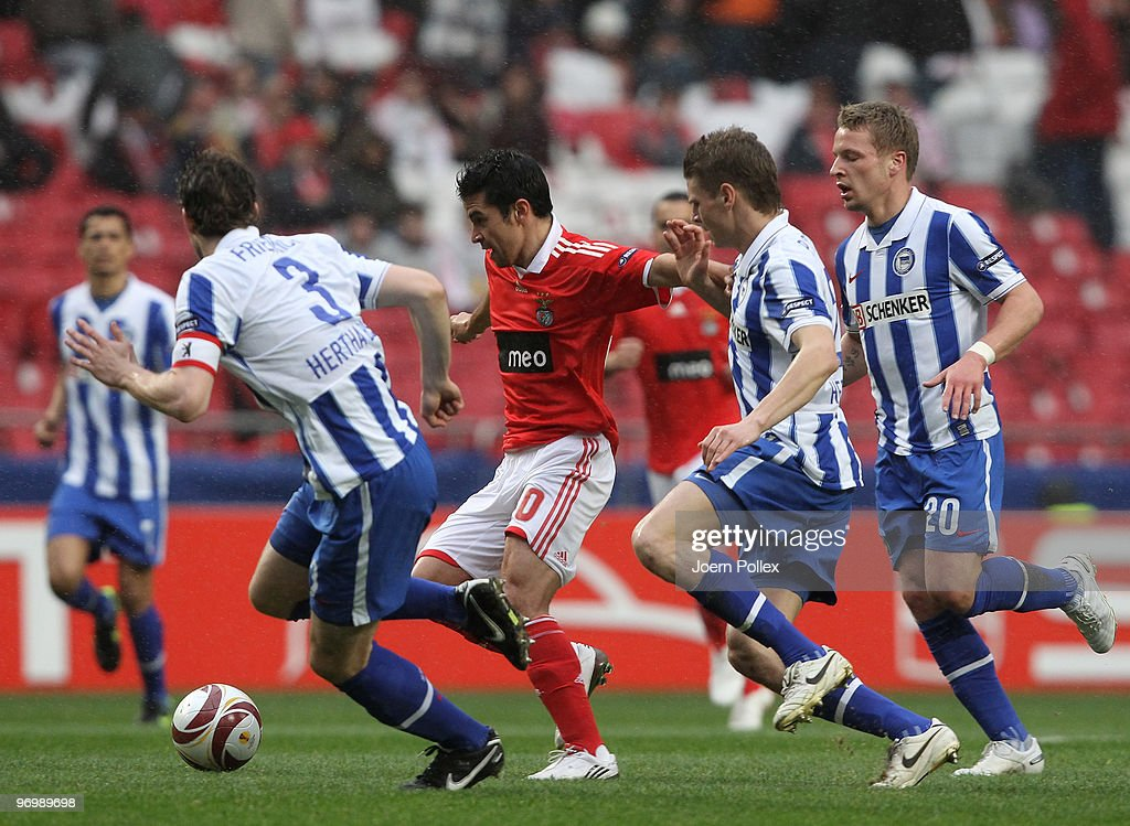 Arne Friedrich (L), Lukasz Piszczek and Patrick Ebert (R) of Berlin battles for the ball with Pablo Aimar of Benfica during the UEFA Europa League knock-out round, second leg match between SL Benfica Lisbon and Hertha BSC at the Estádio da Luz Stadium on February 23, 2010 in Lisbon, Portugal.