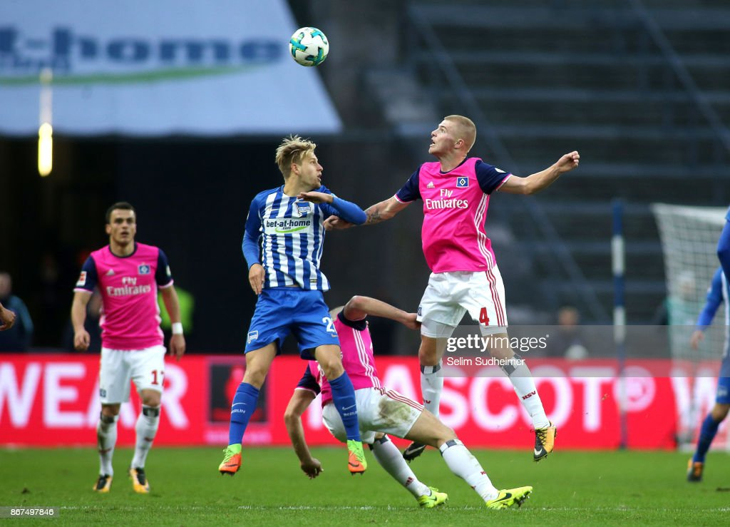 Arne Maier of Hertha BSC (L) fights for the ball with Rick van Drongelen during the Bundesliga match between Hertha BSC and Hamburger SV at Olympiastadion on October 28, 2017 in Berlin, Germany.