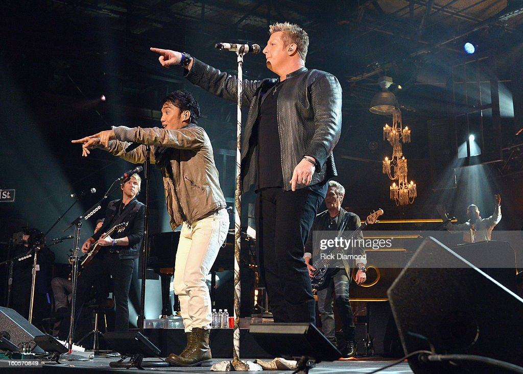 <a gi-track='captionPersonalityLinkClicked' href=/galleries/search?phrase=Arnel+Pineda&family=editorial&specificpeople=4955838 ng-click='$event.stopPropagation()'>Arnel Pineda</a> and Gary LeVox perform onstage as Journey and Rascal Flatts headline the Super Bowl XLVII CMT Crossroads Concert on February 2, 2013 in New Orleans, Louisiana.
