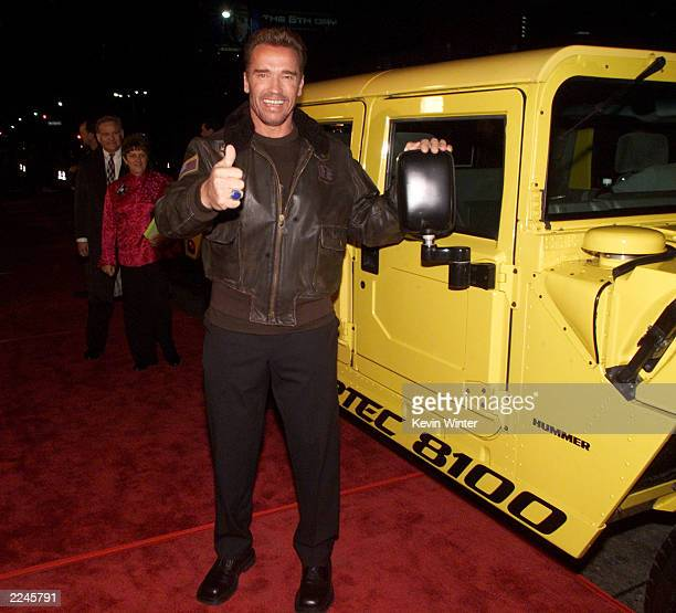 Arnold Schwarzenegger at the premiere of 'The 6th Day' at the National Theater in Los Angeles Ca 11/13/00
