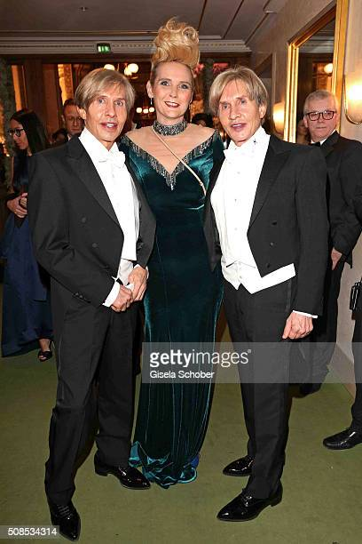 Arnold Wess Oskar Wess and Helena Fuerst during the Opera Ball Vienna 2016 at Vienna State Opera on February 4 2016 in Vienna Austria