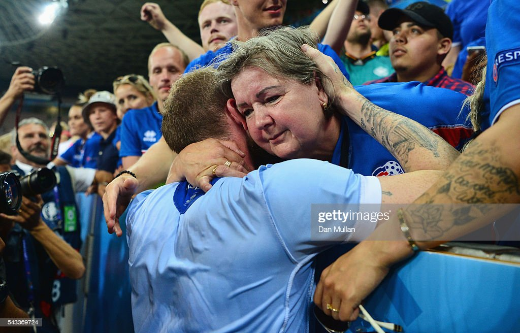 <a gi-track='captionPersonalityLinkClicked' href=/galleries/search?phrase=Aron+Gunnarsson&family=editorial&specificpeople=5490377 ng-click='$event.stopPropagation()'>Aron Gunnarsson</a> (L) of Iceland celebrates the win with his family after the UEFA EURO 2016 round of 16 match between England and Iceland at Allianz Riviera Stadium on June 27, 2016 in Nice, France.