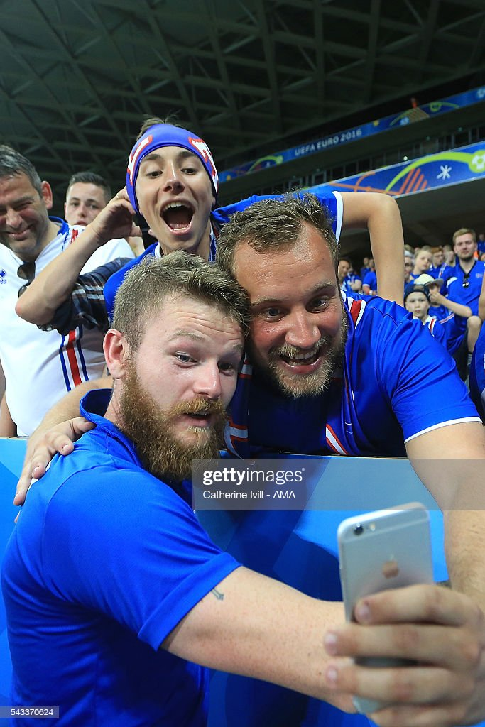 <a gi-track='captionPersonalityLinkClicked' href=/galleries/search?phrase=Aron+Gunnarsson&family=editorial&specificpeople=5490377 ng-click='$event.stopPropagation()'>Aron Gunnarsson</a> of Iceland poses for a selfie with a fan at the end of the UEFA Euro 2016 Round of 16 match between England and Iceland at Allianz Riviera Stadium on June 27, 2016 in Nice, France.