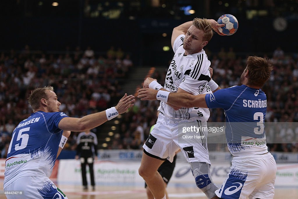 <a gi-track='captionPersonalityLinkClicked' href=/galleries/search?phrase=Aron+Palmarsson&family=editorial&specificpeople=5766529 ng-click='$event.stopPropagation()'>Aron Palmarsson</a> (L) of Kiel challenges for the ball with Stefan Schroeder (R) of Hamburg during the DKB HBL Bundesliga match between Hamburger SV and THW Kiel on August 31, 2014 in Hamburg, Germany.