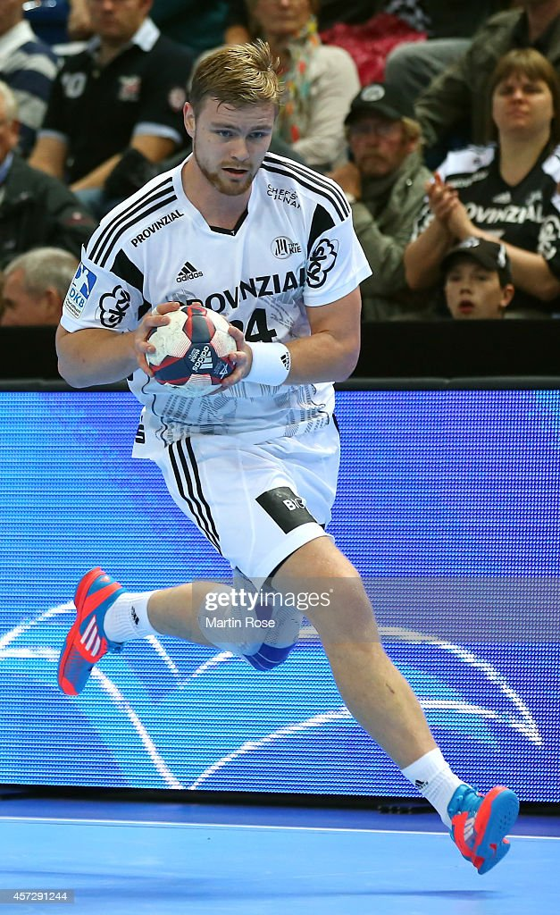 <a gi-track='captionPersonalityLinkClicked' href=/galleries/search?phrase=Aron+Palmarsson&family=editorial&specificpeople=5766529 ng-click='$event.stopPropagation()'>Aron Palmarsson</a> of Kiel runs with the ball during the DKB HBL Bundesliga match between THW Kiel and TuS N-Luebbecke at Sparkassen Arena on October 15, 2014 in Kiel, Germany.