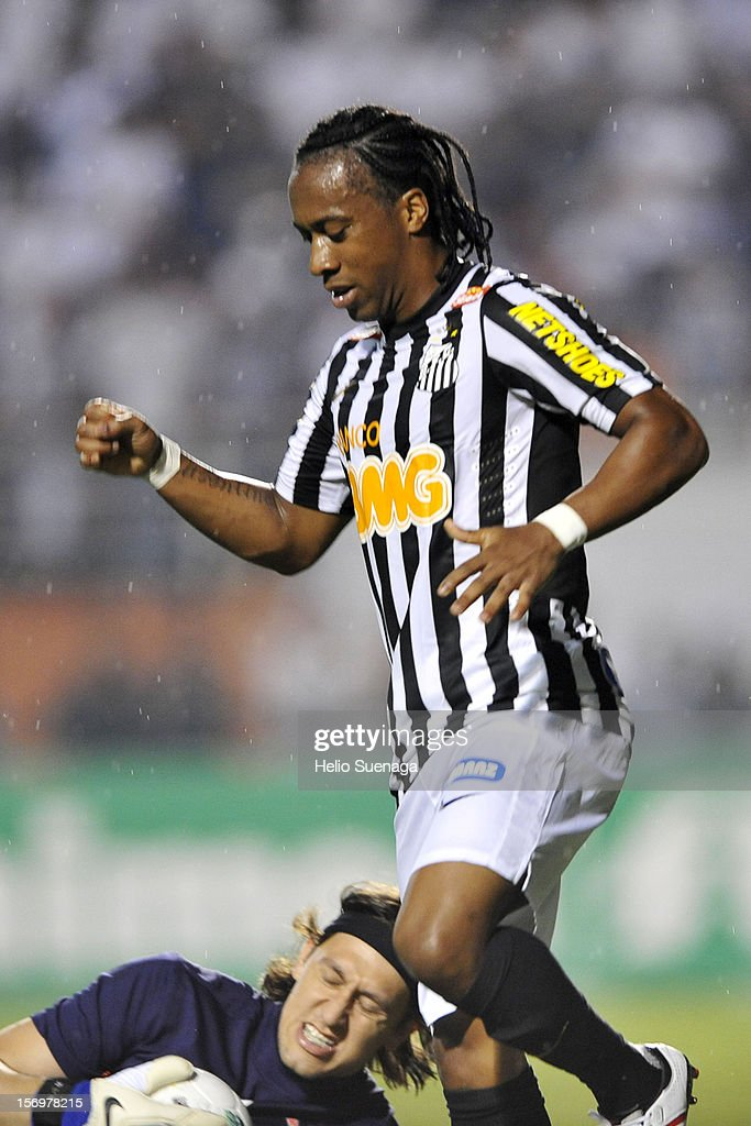 Arouca player of Santos during a match between Corinthians and Santos as part of the Brazilian Serie A Championship 2012 at Pacaembu Stadium on November 24, 2012 in Sao Paulo, Brazil.