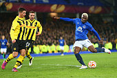 Arouna Kone of Everton has a dhot during the UEFA Europa League Round of 32 match between Everton FC and BSC Young Boys at Goodison Park on February...