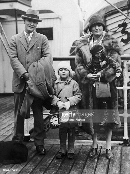 Around 1925 the American novelist Francis Scott FITZGERALD his wife Zelda SAYRE and their daughter Scotty posed on board a liner during one of their...
