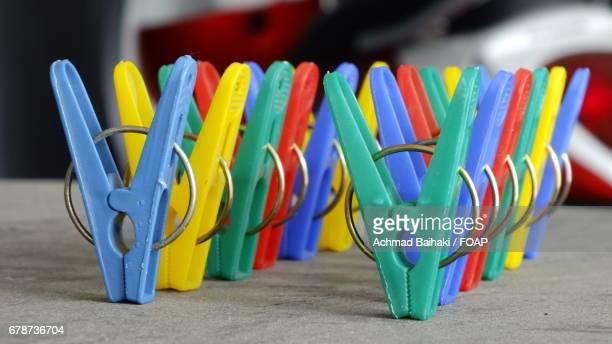 Arrangement of plastic clips