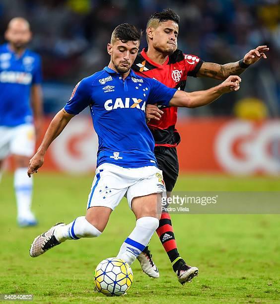 Arrascaeta of Cruzeiro and Everton of Flamengo battle for the ball during a match between Cruzeiro and Flamengo as part of Brasileirao Series A 2016...