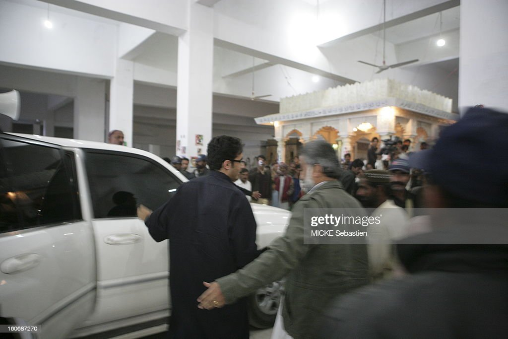 Arrival of Bilawal Bhutto (black shirt and glasses) to pay their last respects to her mother at the family mausoleum in Ghari Khuda Baksh.