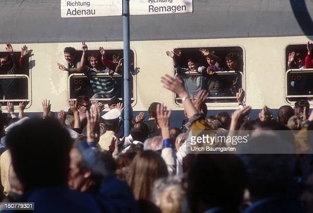 AHRWEILER Arrival of East German migrants at the train station in Bad NeuenahrAhrweiler