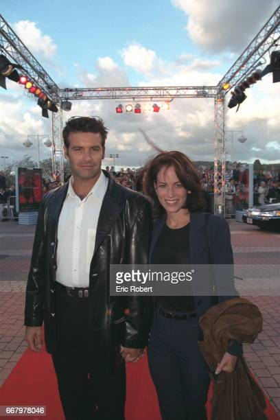 Arrival of Roch Voisine and his girlfriend at the premier of Martin Campbell's film