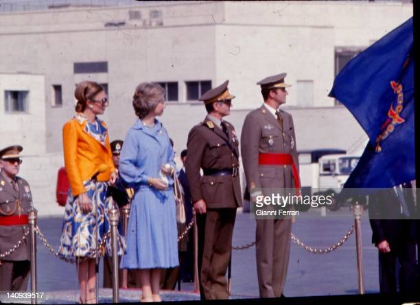 Arrival of the Spanish Kings to Tehran for an official visit Farah Diba the Queen Sofia Shah Reza Pahlavi and King Juan Carlos Teheran Iran