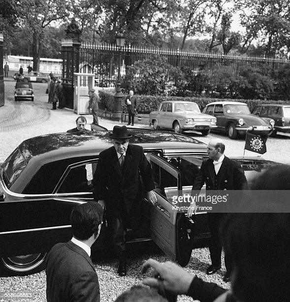 Arrivée de Averell Harriman de la délégation américaine au Quai d'Orsay à Paris France le 10 mai 1968