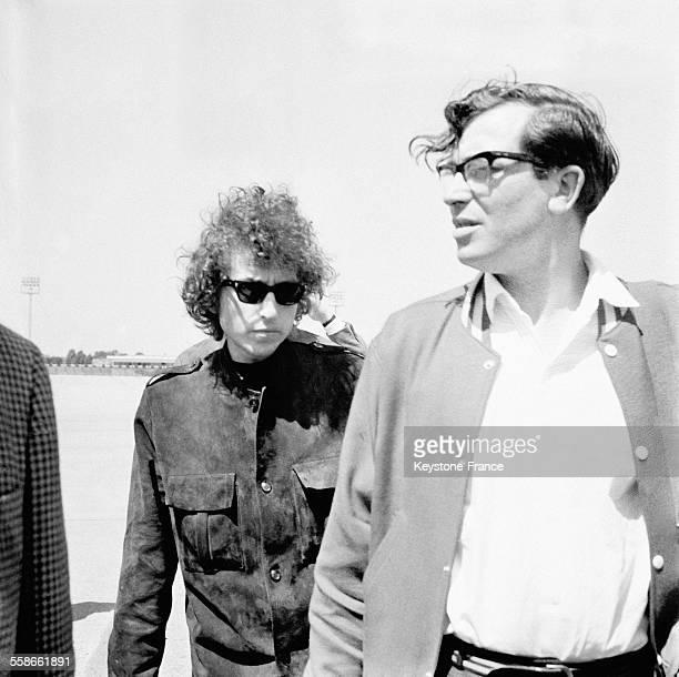 Arrivée de Bob Dylan à l'aéroport du Bourget France le 22 mai 1966