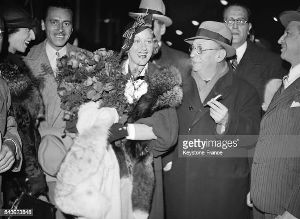 Arrivée de l'actrice américaine Grace Moore à la Gare SaintLazare à Paris France le 25 mai 1935
