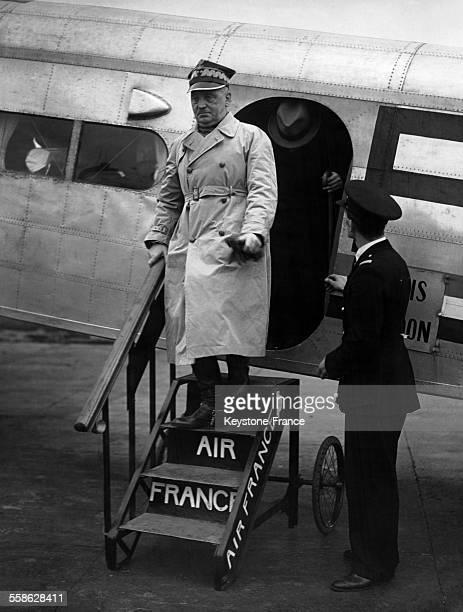 Arrivée du Premier ministre polonais Wladyslaw Sikorski invité par le gouvernement britannique à l'aéroport de Londres RoyaumeUni le 14 novembre 1939