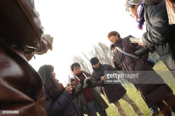 Arrivee de Masashi OGURO a Grenoble acceuillit par des journalistes japonais Conference de presse au GF 38