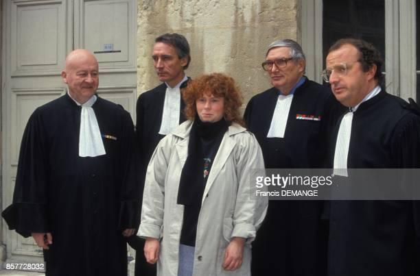 Arrivee de Muriel Bolle avec ses avocats au proces de JeanMarie Villemin pour le meurtre de Bernard Laroche le 24 novembre 1993 a Dijon France