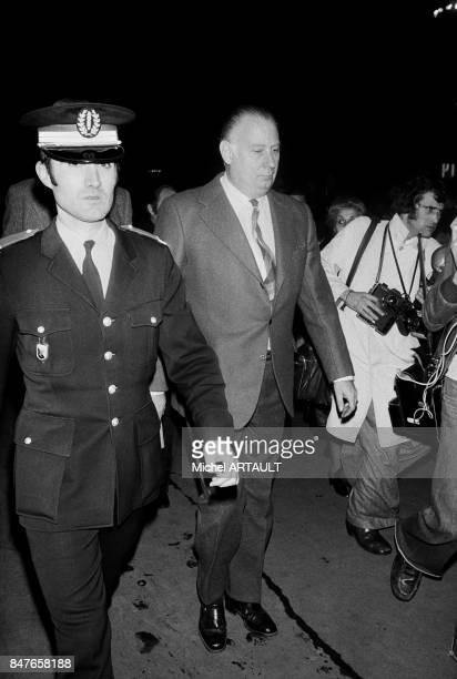 Arrivee du ministre de l'Interieur Michel Poniatowski a l'aeroport de ParisOrly lors de l'attaque au lanceroquettes d'un Boeing d'El Al suivie d'une...