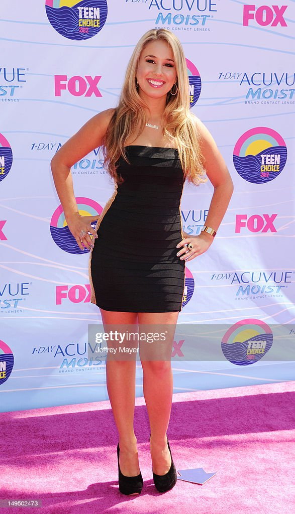 arrives at the 2012 Teen Choice Awards at Gibson Amphitheatre on July 22, 2012 in Universal City, California.