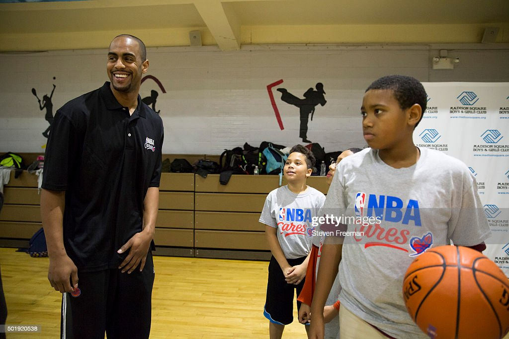 <a gi-track='captionPersonalityLinkClicked' href=/galleries/search?phrase=Arron+Afflalo&family=editorial&specificpeople=640861 ng-click='$event.stopPropagation()'>Arron Afflalo</a> #4 of the New York Knicks participates with fans at an NBA Cares clinic for Good Morning America at the Madison Square Boys and Girls Club on December 12, 2015 in Bronx, New York.