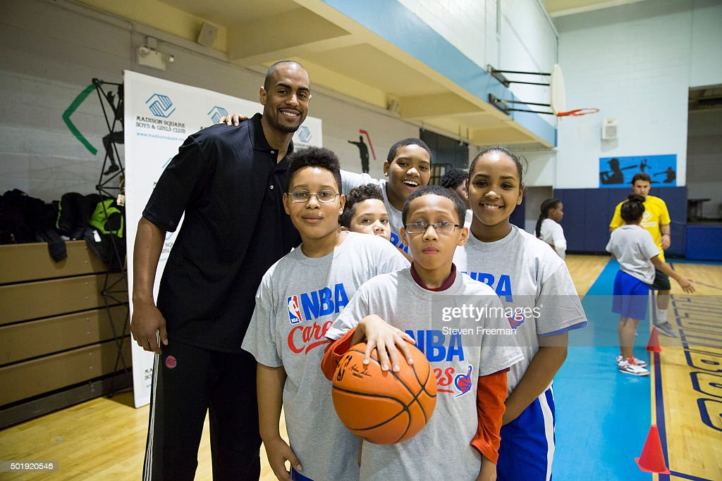 <a gi-track='captionPersonalityLinkClicked' href=/galleries/search?phrase=Arron+Afflalo&family=editorial&specificpeople=640861 ng-click='$event.stopPropagation()'>Arron Afflalo</a> #4 of the New York Knicks poses with fans at an NBA Cares clinic for Good Morning America at the Madison Square Boys and Girls Club on December 12, 2015 in Bronx, New York.