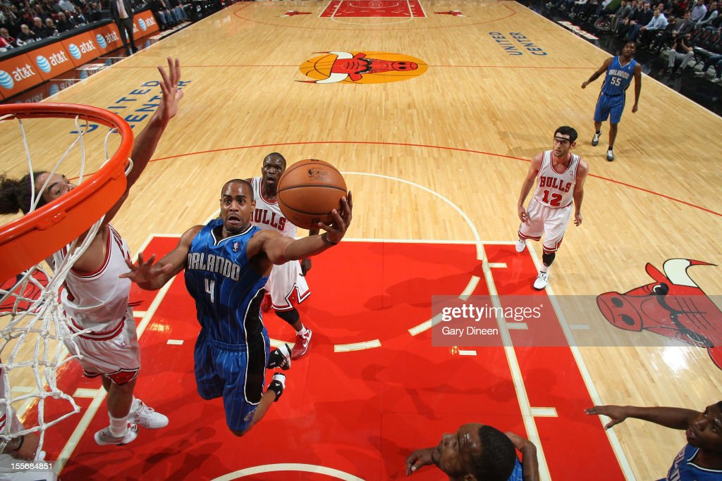<a gi-track='captionPersonalityLinkClicked' href=/galleries/search?phrase=Arron+Afflalo&family=editorial&specificpeople=640861 ng-click='$event.stopPropagation()'>Arron Afflalo</a> #4 of the Orlando Magic shoots against <a gi-track='captionPersonalityLinkClicked' href=/galleries/search?phrase=Joakim+Noah&family=editorial&specificpeople=699038 ng-click='$event.stopPropagation()'>Joakim Noah</a> #13 of the Chicago Bulls during the NBA game on November 6, 2012 at the United Center in Chicago, Illinois.