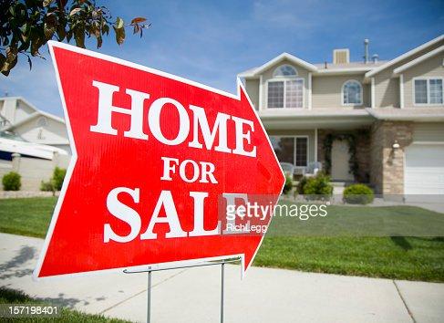 矢印型のホーム売買物件の看板