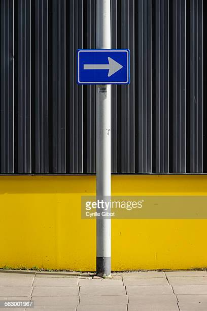 Arrow sign pointing right
