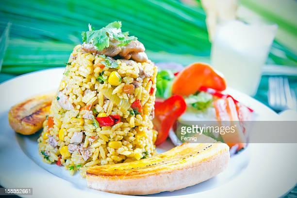 Arroz-con-pollo, tradtional America Latina e Costa Rica pasto