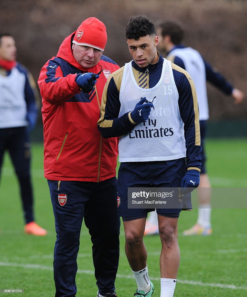 Arsenal 1st team coach Neil Banfield with <a gi-track='captionPersonalityLinkClicked' href=/galleries/search?phrase=Alex+Oxlade-Chamberlain&family=editorial&specificpeople=7191518 ng-click='$event.stopPropagation()'>Alex Oxlade-Chamberlain</a> during a training session at London Colney on February 6, 2016 in St Albans, England.