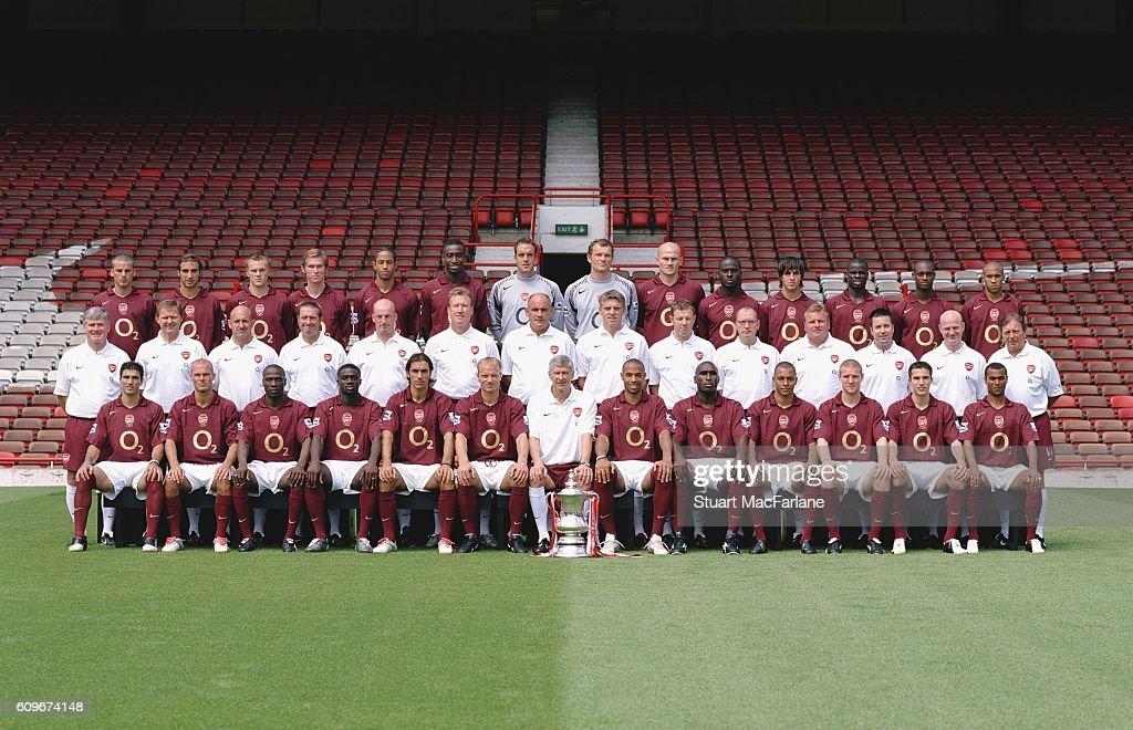 Hilo del Arsenal Arsenal-1st-team-photocall-arsenal-stadium-highbury-london-4805-picture-id609674148