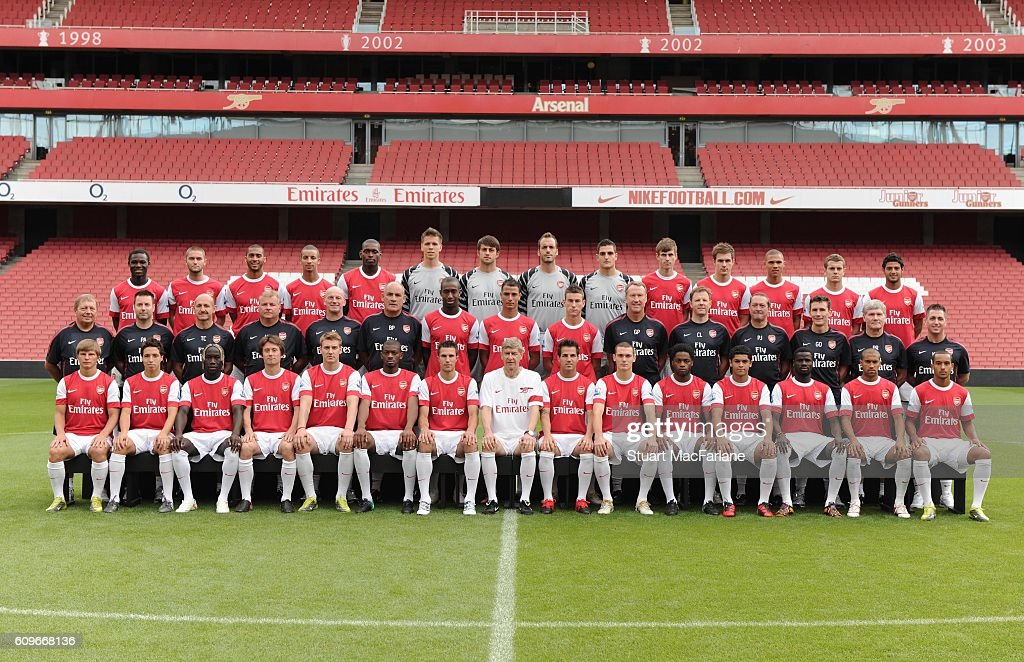 Hilo del Arsenal Arsenal-1st-team-squad-arsenal-1st-team-photocall-and-membersday-picture-id609668136